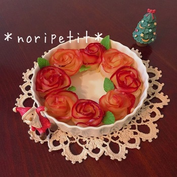 円形にならべてリースパイに。クリスマスにもぴったりです。