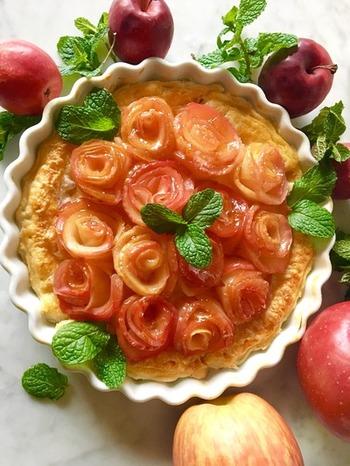 贅沢にカスタードクリーム入れたアップルパイも美味しいですよ。