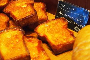 こちらは「ハニートースト」。フレンチトーストと並ぶ、朝の定番メニューとしてどうぞ♡ハード系はストック用に、菓子パンは本日のおやつ用に…ということで早速食べちゃいましょ♪