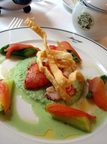 彩りも美しい前菜。会食を共にする誰かとの会話も弾みそうですね。