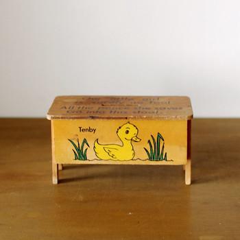 イギリスで買い付けたとてもかわいい貯金箱。 素朴な愛らしさと懐かしさは、アンティークならでは。 小さな蚤の市を覗くような楽しさがここにはあります。