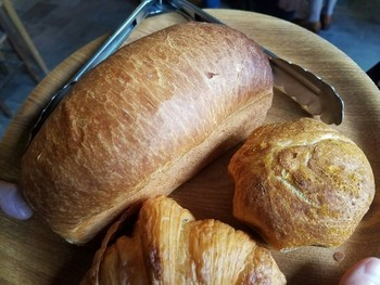 パン・ド・ミは是非試食をしてほしい♪食パンのようですが、はちみつとヨーグルトを使ったパンとのことで、し~っとり&も~っちりな食感がとっても印象的♪  パン・ド・ミ・ドイツ、パン・ド・ミ・フランスがありますので食べ比べてみて!
