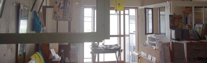 Anorakcity Störe(アノラックシティストア)は、Space1-15という築30年の古いマンションをリノベーションし、モノづくりをする作家やショップ、カフェなどが入った複合ショップの中にあります。イギリスやフランスのヴィンテージ雑貨や家具、古着を販売しています。