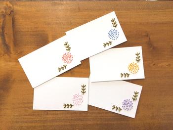 プレゼントに添えるミニカードに刺繍がしてあったらちょっと嬉しい。 想いを込められる、紙刺繍で手作りしてみませんか?