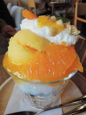岡山は言わずと知れた、フルーツ王国。せっかくなら果物の美味しさが味わえる、季節のパフェで美味なる一時を過ごしてみましょう。【画像は「瀬戸内みかんのパフェ」】