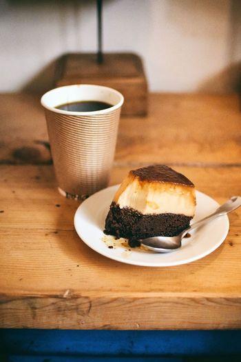 人気のブラジルプヂンも要チェック♪ココアがしっかり染み込んだスポンジの上に濃厚なプリンがのっています。コーヒーとの相性も抜群です。