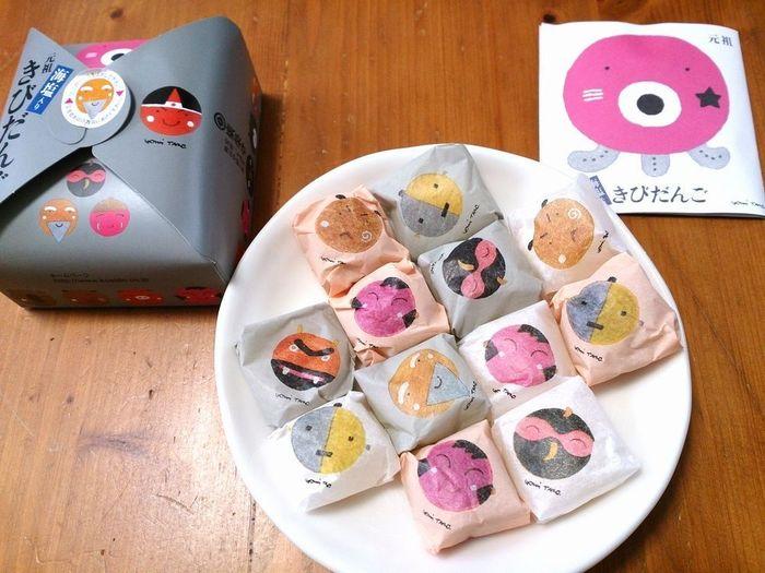 キビダンゴで有名な安政3年創業の老舗「廣榮堂」。こちらの人気は、なんといっても「元祖きびだんご」。きびだんごが、桃太郎に出てくるキャラクターの包装紙にひとつひとつ包まれています。とても可愛らしい雰囲気なので、お子様にも喜ばれそう!