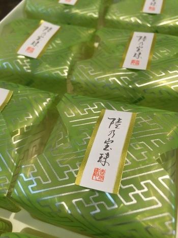 もし岡山を訪れるのが、5月から9月の間なら「源吉兆庵」の「陸乃宝珠(りくのほうじゅ)」がおすすめ。岡山は言わずと知れた果物王国。