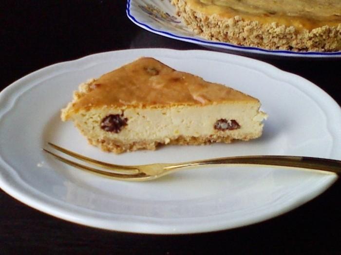 カッテージチーズとクリームチーズの酸味がさわやかな、イギリスの伝統菓子。酒粕レーズンを使えばほんのり柔らかな風味に。