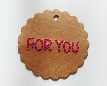 プレゼントに付けたいメッセージタグ。 さりげない小ささがかわいらしいですね。