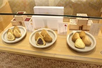 味の種類は、赤あん・白あん・かすたーどの3種類。人形焼きのようなお菓子なので、温かいうちに食べるのが一番美味しい。 箱も準備されていますので、移動のお供や福岡市内での手土産としても喜ばれるかもしれませんね。