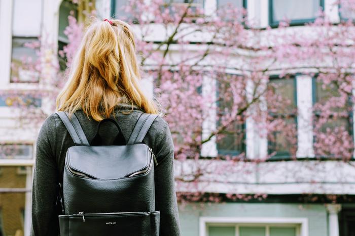 みなさんの素敵な「かばんの中身」を覗いてみました。バッグが軽くなると心も軽くなる気がしませんか?ちょっと持ち物を見直してみて、いらないものは取り出して、持ち歩くものはお気に入りのアイテムを揃えれば、今よりもっとシンプルで素敵な暮らしができそうですね♪