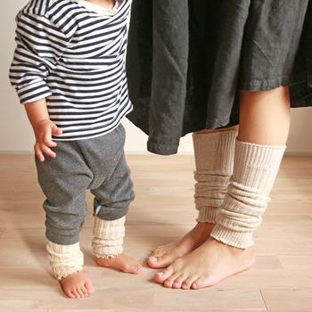リブ編みが素敵なレッグウォーマー。外出先で冷えを感じたときにささっと履けるので便利。オフィスなど温度調整が難しい環境でも持っていると安心です。