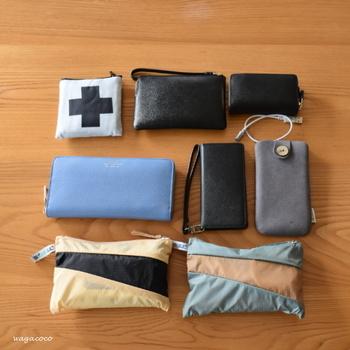 ポーチが2つに、財布、スマートフォン…思った以上の収納量!