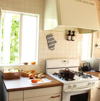 夏の暑い日などはどうしてもキッチンに立つのがおっくうになりますが、朝の涼しいうちや昼間の時間がある時に夕食の準備をある程度済ましておくと楽になります。時間に余裕があると、気分良く料理ができますし、家族にイライラすることも少なくなりますよ。