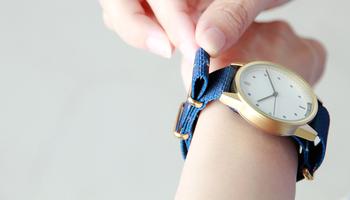 アナログ時計、【Heritage/01Nato】もその一つ。ナイロンベルトは無地が多いですが、こちらはさりげなくおしゃれな柄入り。