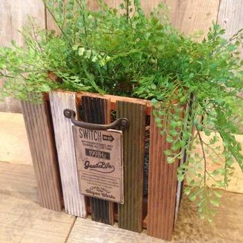 最後はウッドデッキパネルとベニヤ板を組み合わせて作ったプランターカバー♪