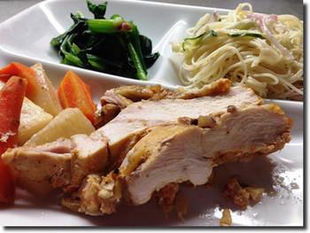 パサつきがちな鶏むね肉もスロークッカーでしっとり柔らか。 香り豊かな塩レモンで味付けしているので、さっぱりとした爽やかな味わいが楽しめます。