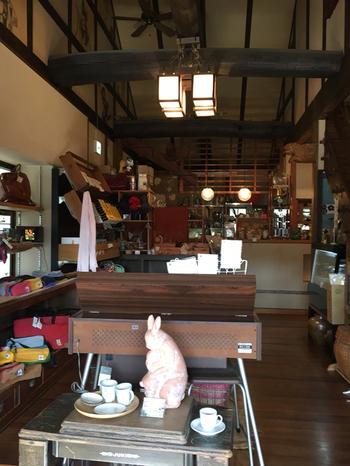 大きな古民家を改装したカフェ「珈琲と人」。地元で大人気の店です。