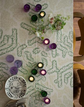 クリスマスツリーをイメージしたテーブルクロス。和柄のようでいて、北欧テキスタイルからインスピレーションを受けた1枚です。