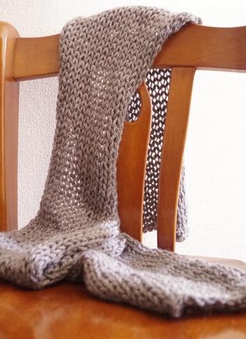 好きな長さに編むだけで出来ちゃうマフラーは、初心者さんにもおすすめです。
