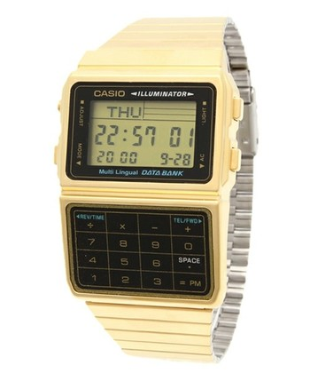 カシオと言えば、世界的なブランドとしても認知されている計算機、電卓のメーカーです。1980年代はじめに、電卓ボタンや電話帳機能が付いたハイテク腕時計「データバンク」を発売し、一大ブームとなりました。