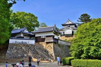 築城から廃城までの約600年の間、16人もの城主を生んだ備中松山城。戦国期には、武将や大名らによって激しい争奪戦が繰り広げられました。 時代の波を幾度もくぐりながらも、見事な勇姿をとどめている名城です。一休みしながら、その雄姿を存分に愛でましょう。