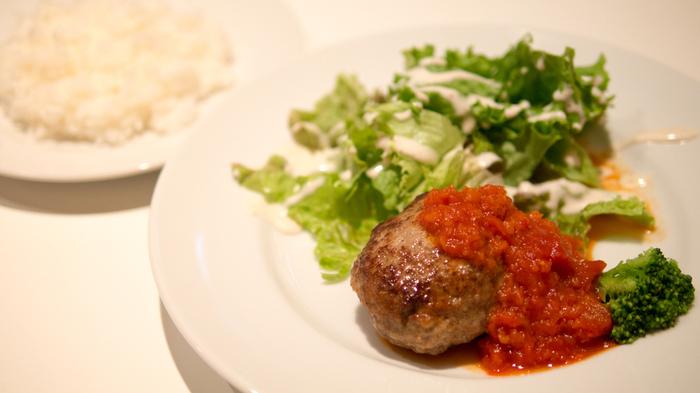 お料理にも定評あり。素敵なインテリアに囲まれて食べると、その味もさらに格別なものになりますね。