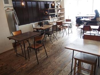 陽射しがたっぷりと入る、開放感のある店内が素敵なカフェ「torse(トルス)」。インテリアや食器に至るまで、おしゃれさんやカフェ好きさんも納得の空間です。