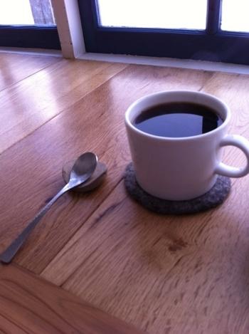 ベーグルだけでなく、コーヒーやスイーツなども絶品♪白楽ベーグルで出されるコーヒーはご近所の「TERA COFFEE」のもの。美味しいコーヒーにバリエーション豊富なベーグルやスイーツ♪ブランチに立ち寄るのもいいですね。