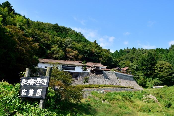 ◆広兼邸◆ 広兼邸は、江戸末期に銅山とべんがら製造で富を得た豪商の屋敷。映画「八つ墓村」のロケにも使われたことで良く知られています。