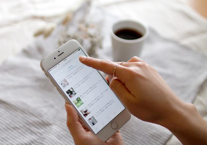 アプリでは、ファッション・生活雑貨・インテリアなどの記事のカテゴリ、新着・インタビュー・ランキングなどのジャンルを、それぞれタブを分けてご紹介。また、移動も横スワイプでできちゃうのでとってもカンタン!もちろん気になるキーワードでの記事検索もできますよ。