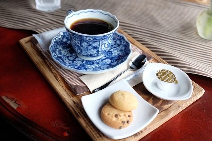 珈琲・紅茶はクッキー付きです。紅茶は、高梁産の茶葉を用いた「高梁紅茶」。香り良く、味まろやかで美味しいと評判。