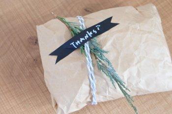 マスキングテープに自分でかいたメッセージを貼るだけで、オリジナリティあふれるプレゼントになります。
