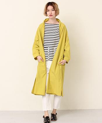 コートにもイエローを選ぶと、なんとなくウキウキしてきます。こんな風に明るい色をもってくるのもいいですね。