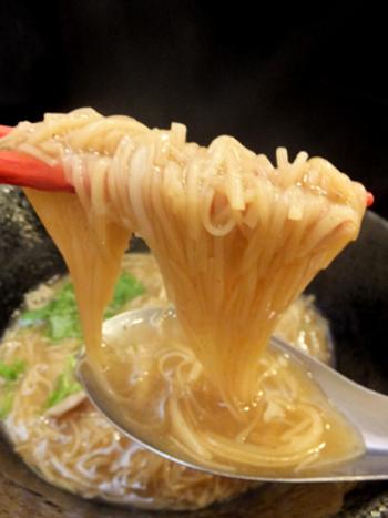 本場台湾から調達している『麺線』の繊細な平打ち麺が、口の中にツルツル入っていきます♪本当にたくさんの人に味わって欲しい!