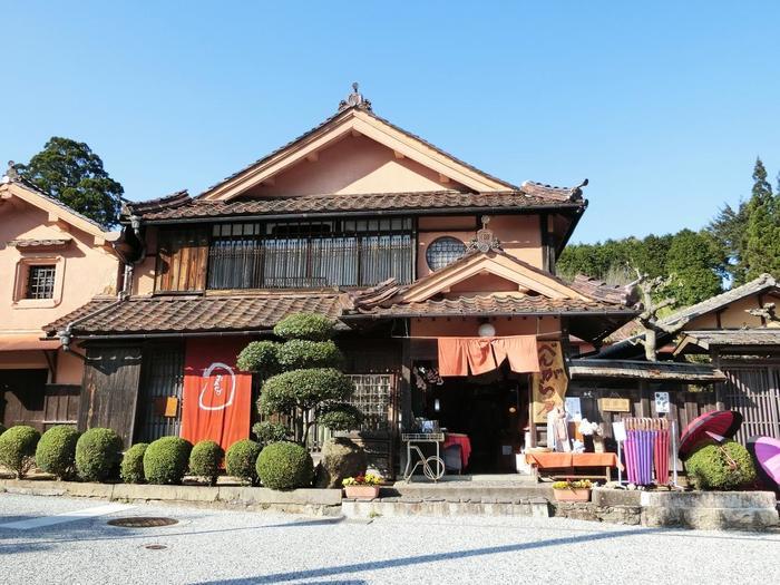 吹屋ならではのお土産を購入するのなら「ベンガラ屋」、「浅田百貨店」へ。 【画像は「べんがら屋」。】