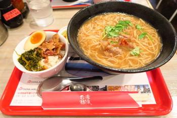 『台湾麺線』では、麺線単品が600円からいただけます。 魯肉飯(ルーローファン)やデザートが付いたお得なセットもあります。
