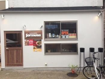 川崎市にある『麺線屋formosa(フォルモサ)』は、台湾をみじんも感じさせないCAFE風のおしゃれな店構え。しかしながら、本場の味を味わえると評判のお店です。