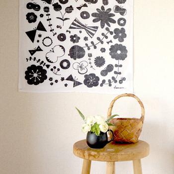 大きくてインパクトのある柄のティータオルなら、ポスター風に壁に飾っちゃうのもいいですね。