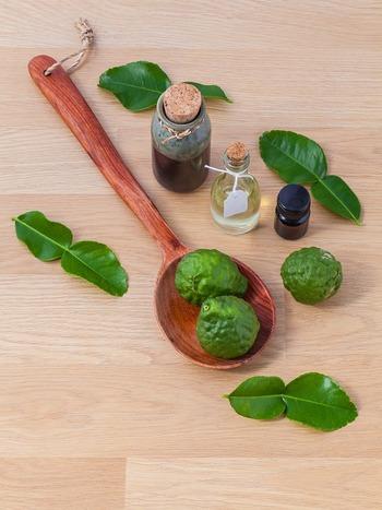 天然の精油を使った手作り香水は、植物からの成分によってリラックスできます。自然な香りの良さをぜひ実感してみてください。