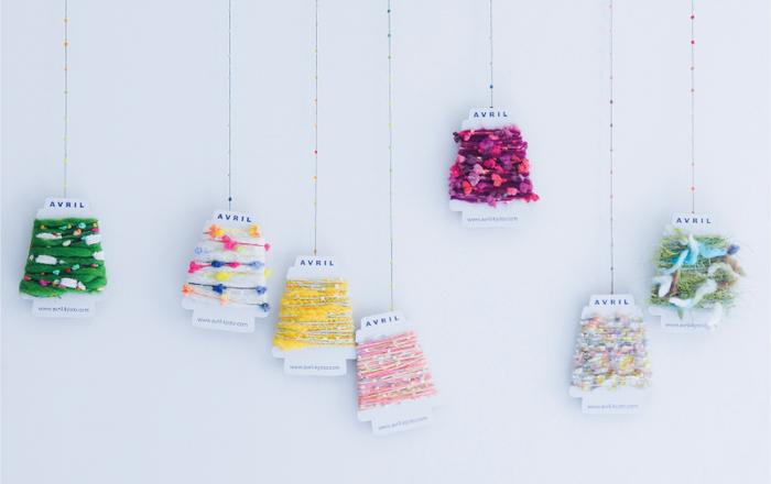 簡単にできてとってもかわいい♡アヴリルの糸で手作りアクセ♪