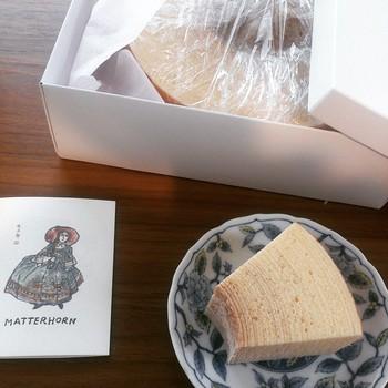 マッターホーンのバームクーヘンは本当に絶品!カフェに寄って、バームクーヘンをお持ち帰りすれば、その日1日幸せな気分に♪ 写真の厚切りタイプの他に、個包装された薄切りタイプも。