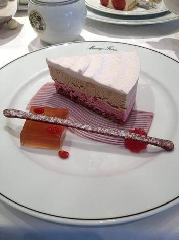 ベリーのムースケーキも酸味と滑らかな口当たりが美味しいですよ。