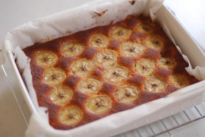 バットを使う焼き菓子にも、浅型のホーロー容器で代用できます。 冷蔵庫でこのまま保存することも出来るので便利です。