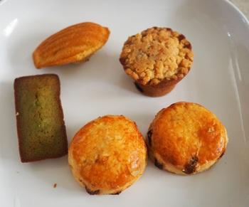 焼き菓子の詰め合わせには、フィナンシェやスコーン、マフィンなどが入っています。紅茶専門店らしいプティフールにピッタリなお菓子です。