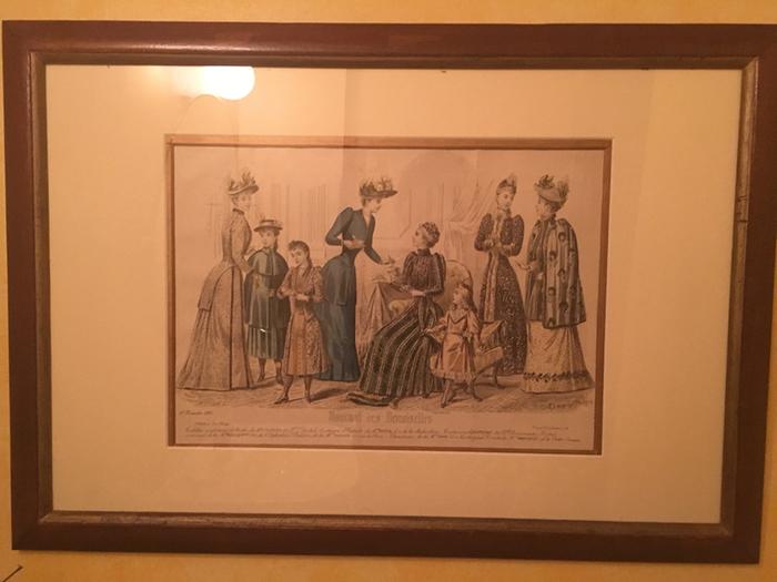 店内のレストルームにも美しい絵画が飾られています。細やかなところにも配慮がされていて素敵ですよね。