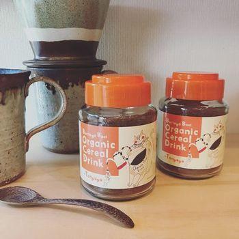 ノンカフェインのコーヒーといえば、たんぽぽコーヒーが有名ですが、100%のものだと飲みにくいものもあるので、他の穀物と混ぜて飲みやすくされたものがおすすめです。コーヒー好きさんには物足りないお味かも知れませんが、冷え性や母乳の出が悪いときなどにもおすすめなので、ぜひ取り入れたいですね。