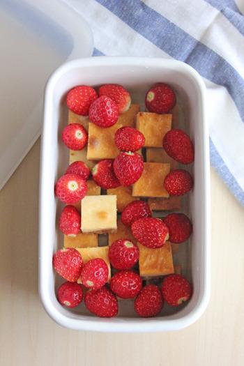 冷蔵庫で冷やしておきたいお菓子の保存にもいいですね。 蓋をしてこのまま手土産として持っていってもOKです。