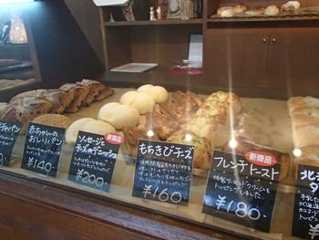 甘みがあって粘りが強く、おはぎや団子といった和菓子はもちろん、最近ではパンにも使われていることもある雑穀です。